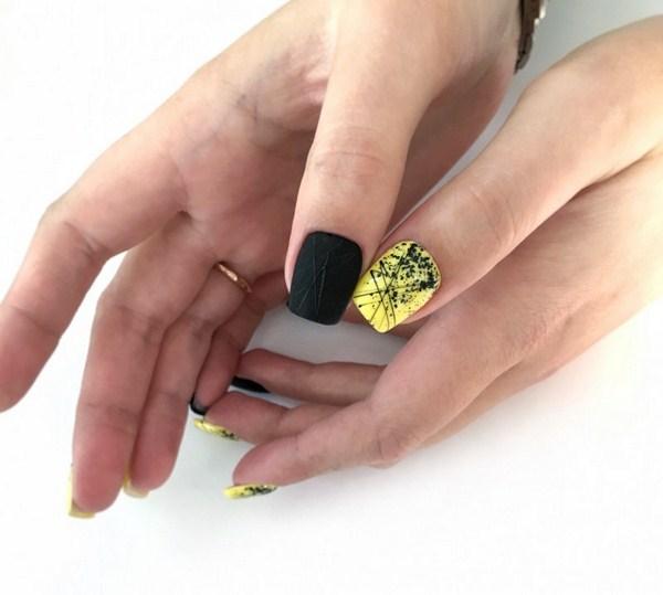 Black Nail Art Design Idea