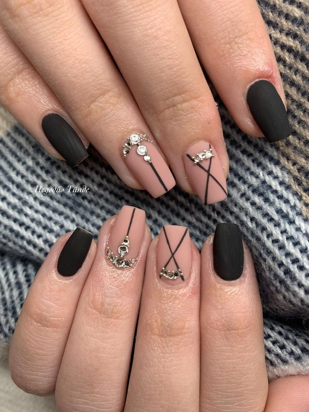 Simple black nails designs it match with glitter stick or dip powder, looks so edgy and stylish! It make you in perfect in all years. Say hello to these 40 black nails ideas! | flymeso.com
