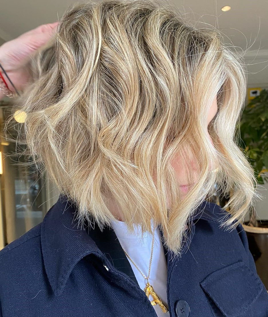 To give you some hairstyles ideas, we have found 30 neautiful and stylish haircuts for women. If you want to wear a new hairstyle, you can browse our website from time to time. #hairstyle #haircuts #shorthaircuts #mediumhairstyle