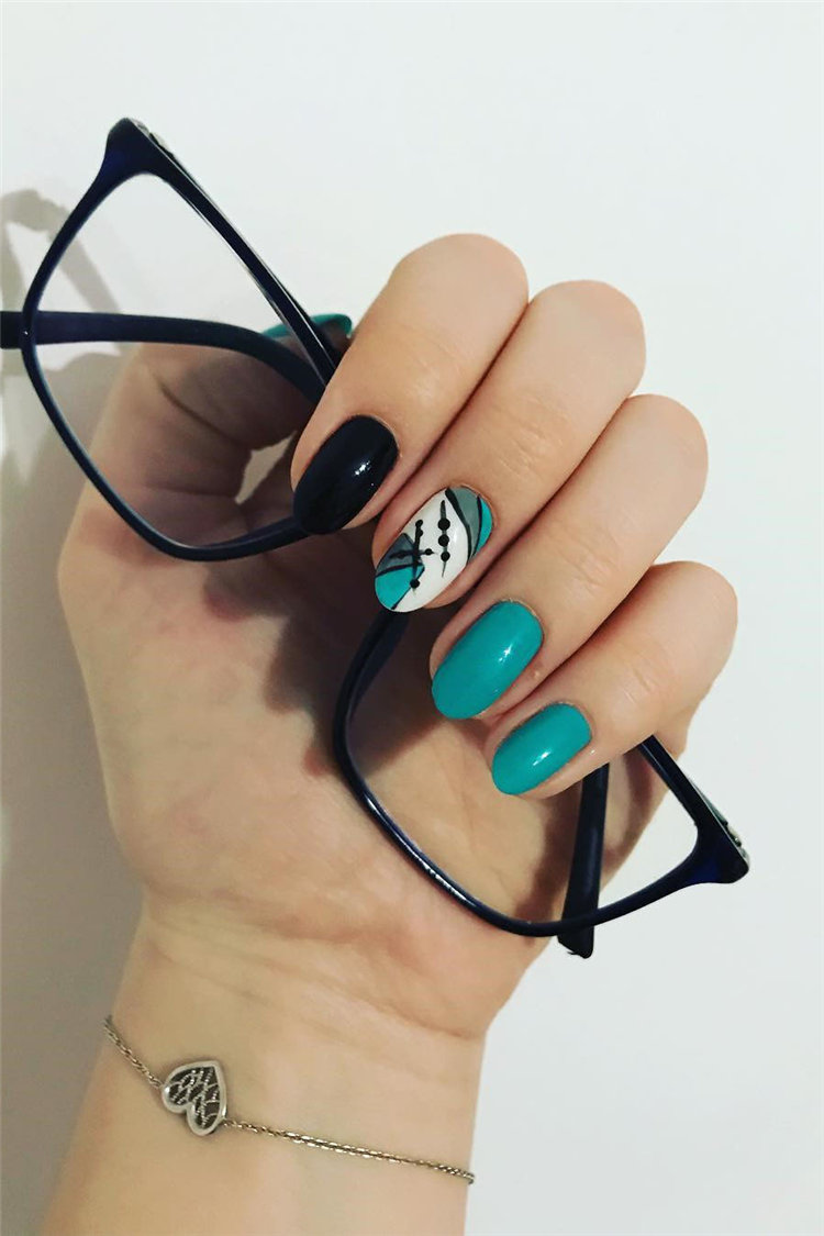 Geometric Nail Art Ideas; Geometric Manicures; geometric nails; nails designs; nails art; geometric aesthetic; nails polish;