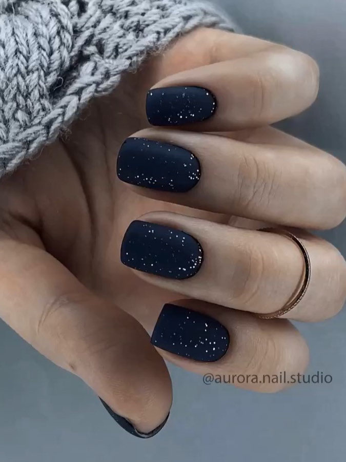 To show how gorgeous long nails can be, we have found 40 ideas that are super trendy right now. You will find glitter nails, acrylic nail, coffin and almond nails designs and more.