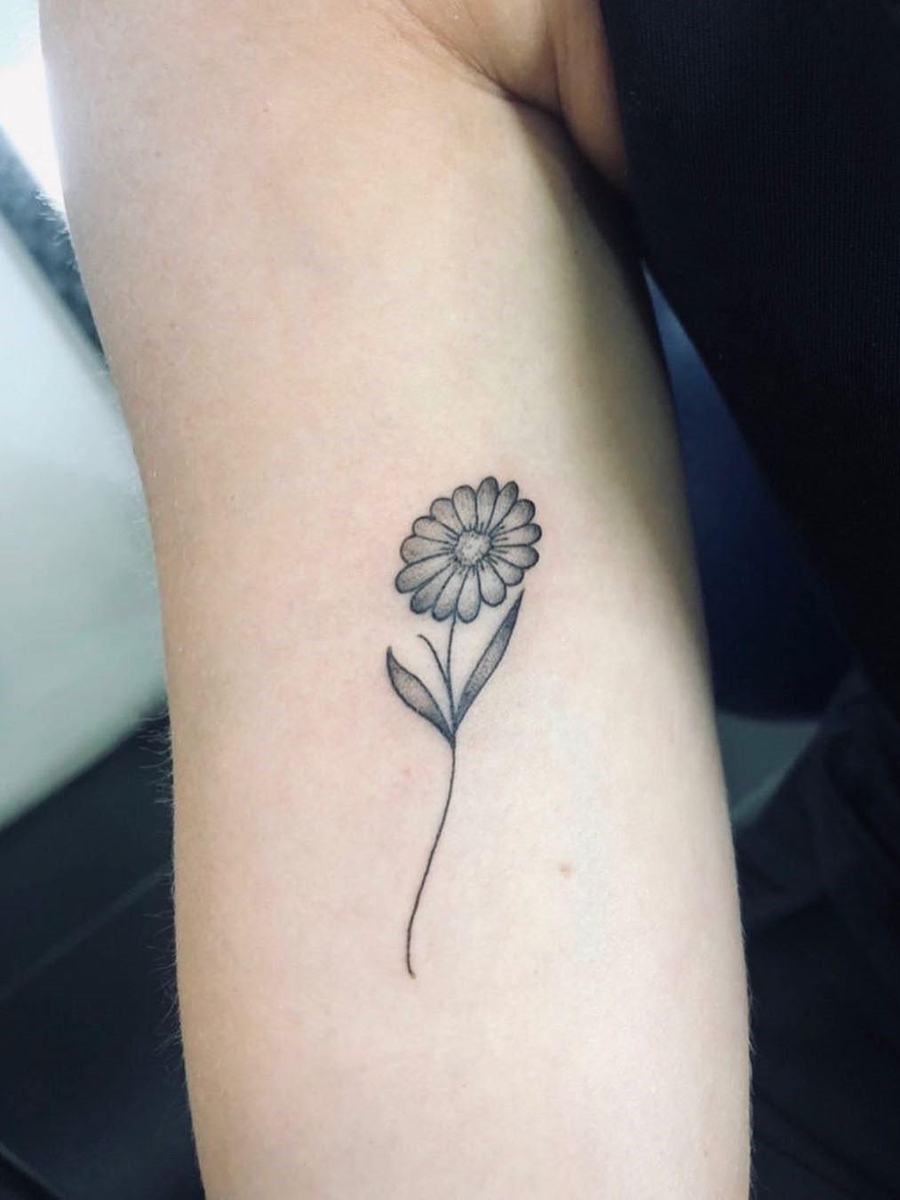 To show you how fashion these small tattoos can be, we have found 50 of the best simple tattoo designs. Whether you like finger or arm tattoos, you will find ideas to suit you. #smalltattoos #tinytattoos